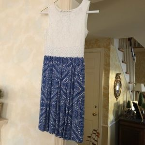 Sweet and summery white lace & blue pattern dress